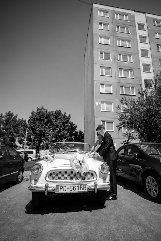 ozdobovanie svadobneho auta