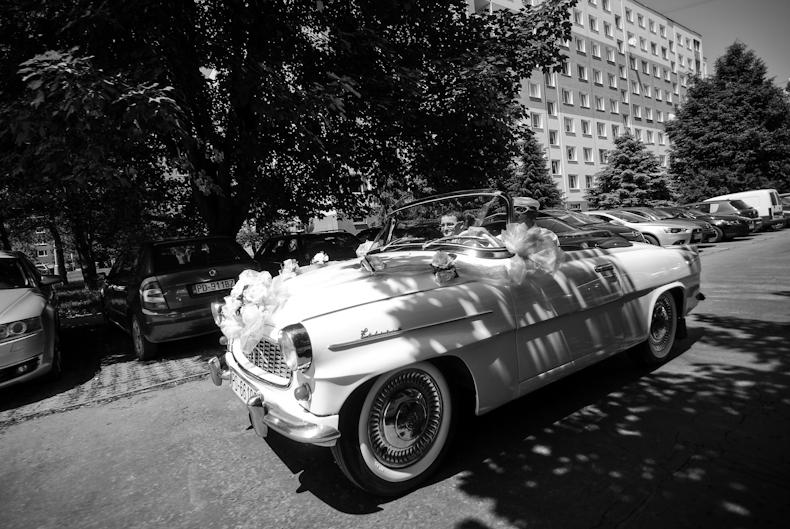 zdobenie svadobneho auta